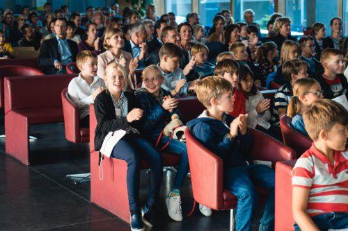 Viele der 1100 Nachwuchsstudenten des vergangenen Semesters waren zur Sponsionsfeier gekommen.mima