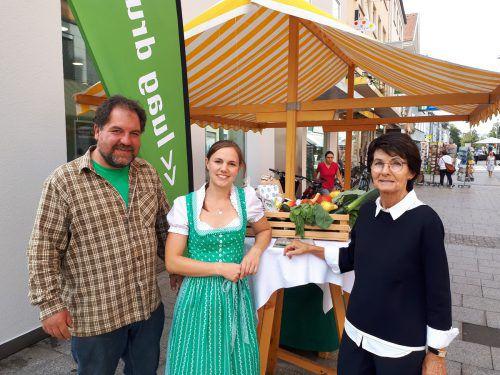 V.l.: Marktfahrer Mathias Stoppl, Simone Aberer und Inge Sulzer. verein