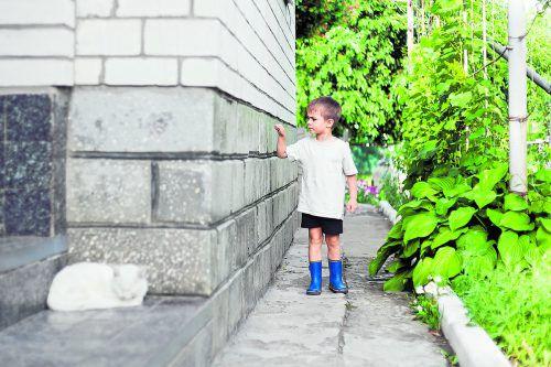 Vor dem Winter empfiehlt sich ein Kontrollgang um Haus und Garten.foto: shutterstock