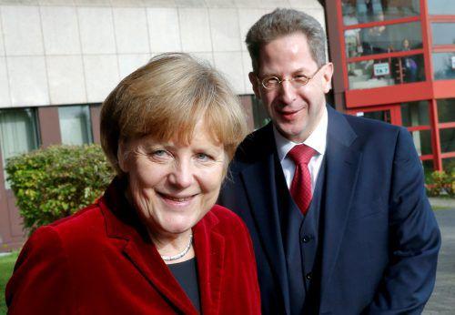 Wegen Hans-Georg Maaßen ist Kanzlerin Angela Merkel unter Druck geraten. reuters