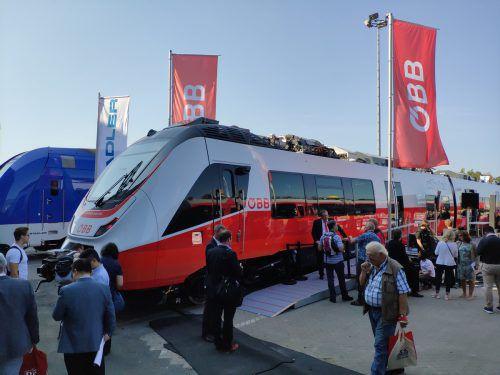 Weltneuheit auf der Messe in Berlin: Die neuen Vorarlberger Zuggarnituren, die ab 2019 durch das Land rattern. VN/MIH