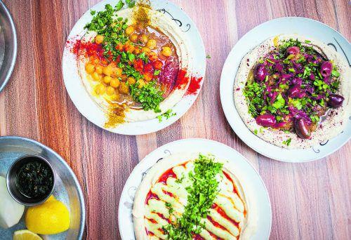 Wer Hummus mag, muss dem Carmel Markt einen Besuch abstatten.