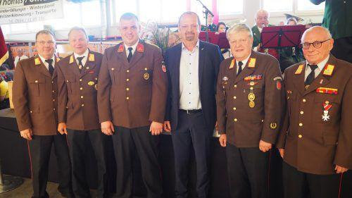 Wolfgang Huber, Eugen Böckle, Daniel Schuster, Rainer Siegele, Manfred Morscher und Herbert Bitsche (v.l.) feierten mit.