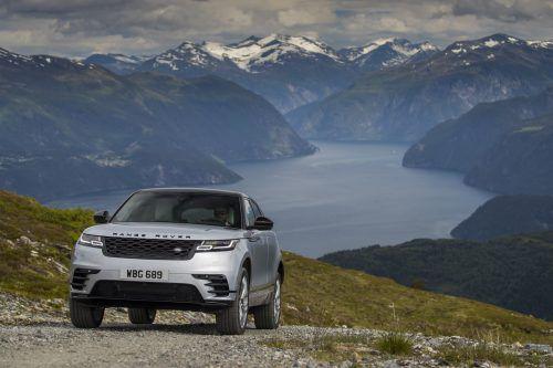 Zwischen dem großen und dem kleinen Rangie hat Land Rover den Range Rover Velar platziert. Er hat den Namen des einstigen Prototypen geerbt.