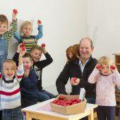 330 Kindergärtler mit Eiern beschenkt