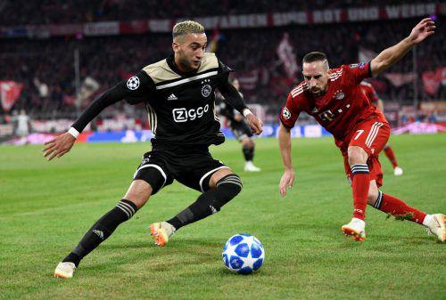 Ajax-Spieler Hakim Ziyech gegen Bayerns Franck Ribéry. Nicht nur für den Franzosen im Münchner Dress lief der Abend wenig zufriedenstellend.reuters