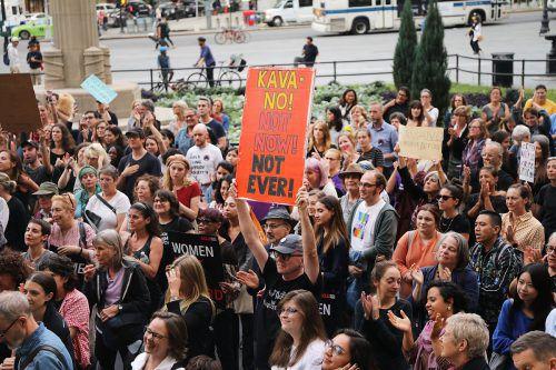 Aktivisten protestieren im New Yorker Stadtteil Brooklyn gegen die Ernennung von Kavanaugh. AFP