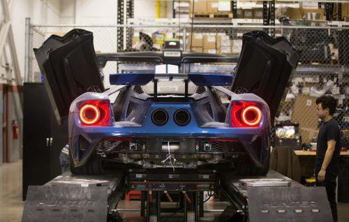 Alle, die bisher beim Verkauf des ford GT leer ausgingen, haben nun eine neue Chance. Der amerikanische Hersteller will 350 weitere Fahrzeuge der 656 PS starken Flunder bauen. Die Auslieferung erfolgt nach 2020.