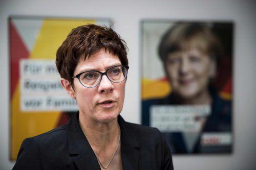 Annegret Kramp-Karrenbauer. Der 56-Jährigen geben viele in der Partei die besten Chancen, Merkel zumindest als Parteichefin zu beerben. Die frühere saarländische Ministerpräsidentin gilt als Favoritin der Kanzlerin.