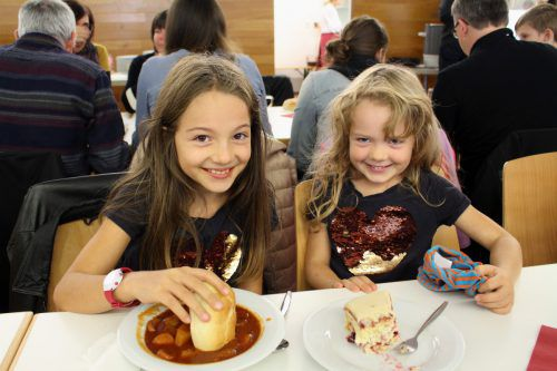 Auch die kleinen Besucher ließen sich die selbstgemachten Gerichte schmecken.