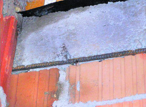 Baumangel Wenn so wie hier die Betonbewehrung nicht ausreichend überdeckt ist, kann das zu erheblichen Spätfolgen führen.
