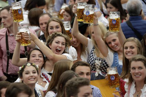 Bei einem ungebremsten Anstieg der Temperaturen würden sich die Bierpreise weltweit im Schnitt etwa verdoppeln und so würde der Gerstensaft ein Luxusgut. AP