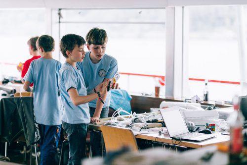 Beim 'Umma Hüsla Hackathon' tüfteln auch Kinder und Jugendliche mit und setzen sich u.a. mit Programmiersprachen auseinander. Fa/Weissengruber Partner