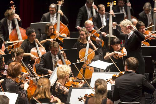 Bejubelt wurde das Symphonieorchester Vorarlberg unter der Leitung von Anu Tali im Bregenzer Festspielhaus.Mathis