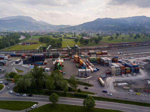 Güterbahnhof Wolfurt: Als die Transportcontainer aus Hamburg hier ankamen, waren die Plomben bereits aufgebrochen.VN/PAULITSCH