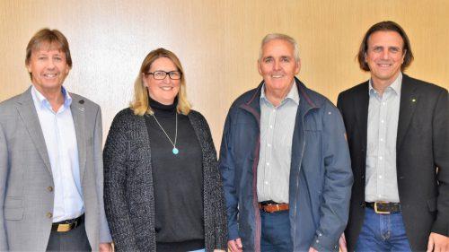 Bürgermeister Fritz Maierhofer mit der neuen Gemeinderätin Karin Pilecky, dem Alt-Vizebürgermeister Rainer Egle sowie seinem Nachfolger Gerd Hölzl (v. l.).B. Loacker