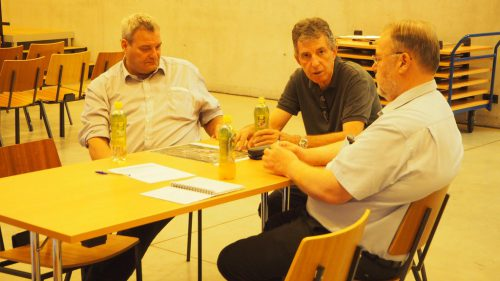 Bürgermeister Werner Müller (rechts), Vizebürgermeister Gert Wiesenegger und Planer Andreas Falch sammelten Inputs und Feedback aus der Bevölkerung.Christof Egle