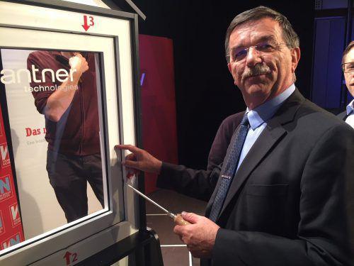 Chefinspektor Herbert Humpeler demonstrierte, wie leicht ein gewöhnliches Fenster auszuhebeln ist. vn/gs
