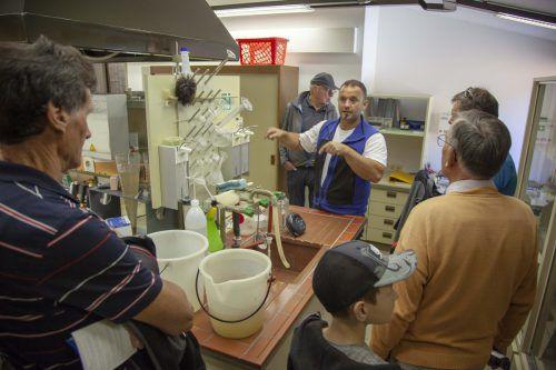 Daniel Baratto erklärte den Besuchern, wie die ARA Montafon funktioniert. MEZ