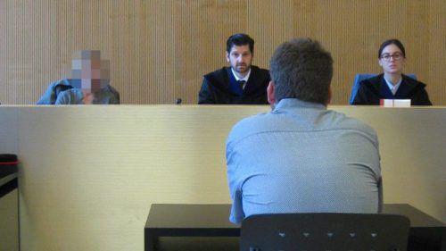 Der Angeklagte vor dem Schöffensenat unter dem vorsitzenden Richter Martin Mitteregger am Landesgericht Feldkirch. eckert