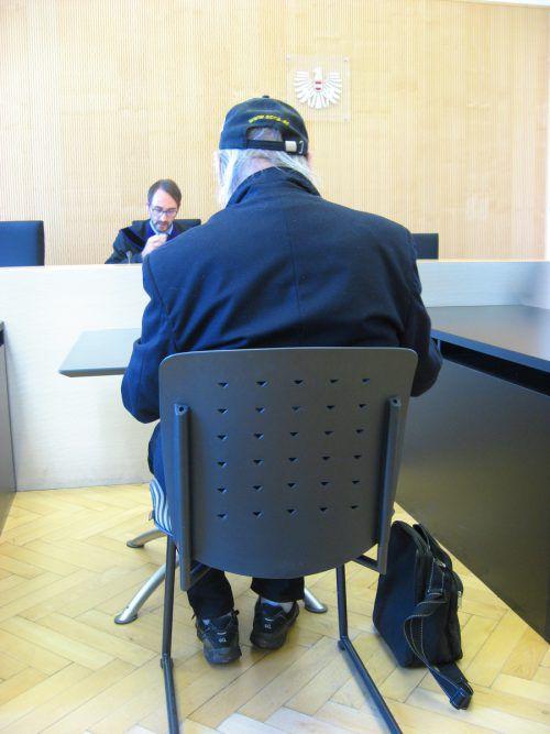 Der betagte Angeklagte vor Richter Andreas Böhler. Eckert