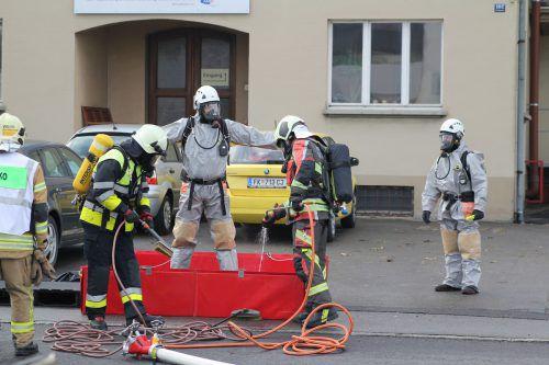 Der Gefahrenzug Unterland der Feuerwehr wurde zum Einsatz gerufen. vol.at/Rauch