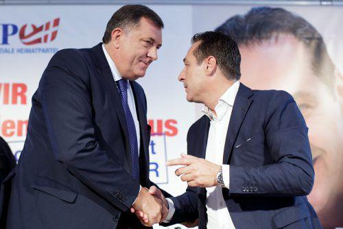 Der Serbe Milorad Dodik (l.) bekam Wahlkampfhilfe von H. C. Strache. apa