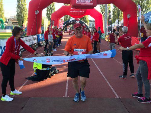 Der US-Amerikaner Casey McGlynn beschloss den 3-Länder-Marathon.
