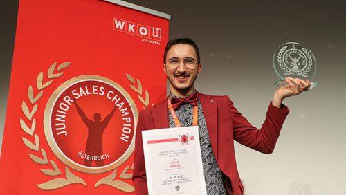 Der Vorarlberger Adrian Winkel darf sich nun als bester Verkaufslehrling Österreichs bezeichnen.