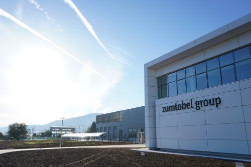 Der Zumtobel-Standort im serbischen Niš wurde im Beisein von CEO Alfred Felder und Serbiens Präsident Aleksandar Vučić eröffnet. Zumtobel/Reiner