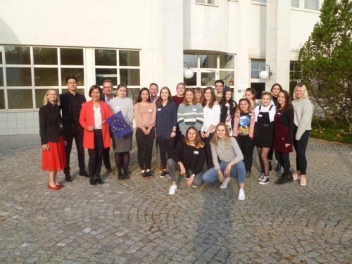 Die HTL-Schüler lernten von Mirjam Dondi allerlei Wissenswertes über die Europäische Union.cth