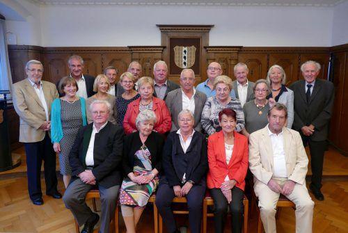 Die Jubilare nahmen zum Gruppenfoto im Bregenzer Rathaus mit Markus Linhart und Stadträtin Elisabeth Mathis Aufstellung.