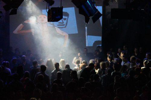 Die legendäre DM-and more-Party – eine musikalische Zeitreise von den 80ern bis heute. VERANSTALTER