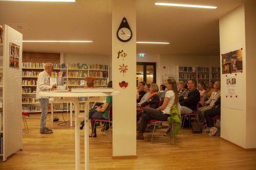Die Lesung in der Bibliothek im Haus Montafon stieß auf großes Besucherinteresse. MEZ