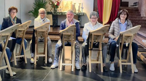 Die Lesung wird musikalisch von den Bregenzer Harfen Veehen begleitet. Caritas