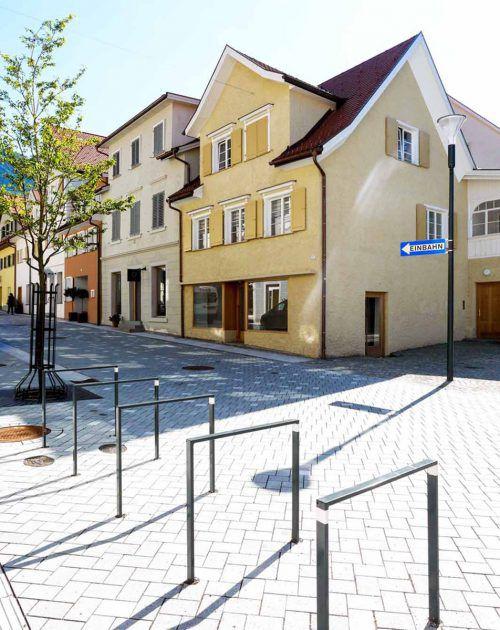 Die neu gestaltete Marktstraße erhält den letzten Schliff.