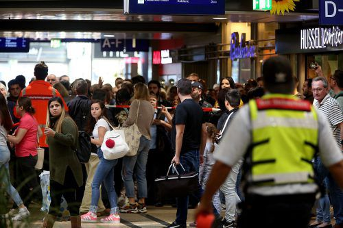 Die Polizei evakuierte den Kölner Hauptbahnhof. DPA
