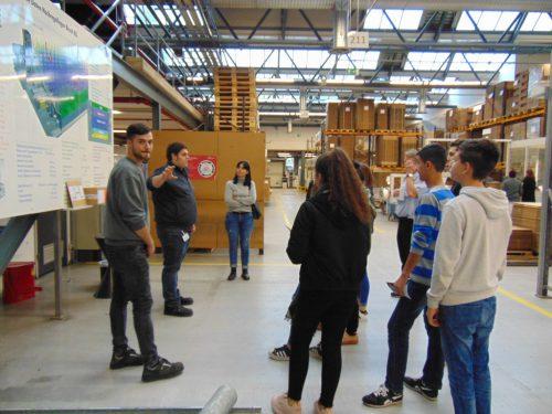 Die Schüler erhalten einen interessanten Einblick in den Arbeitsalltag beim Karrieretag im Industriegebiet Nord.mima