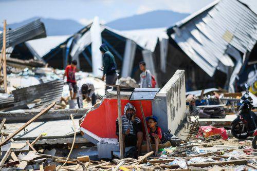 Die Verzweiflung ist groß: Nach der Tsunamikatastrophe sind rund 200.000 Menschen auf Hilfe angewiesen. AFP