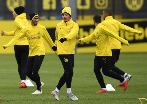 Dortmund verlängerte mit dem Engländer Jadon Sancho (M.) bis 2022.ap