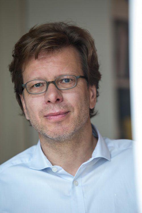 """Dr. Peter Spork referiert zum Thema """"Wie das Leben unsere Gene prägt"""". Thomas Duffé"""