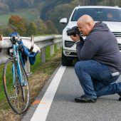 Fahrradfahrer (70) stirbt auf Landesstraße in Nenzing