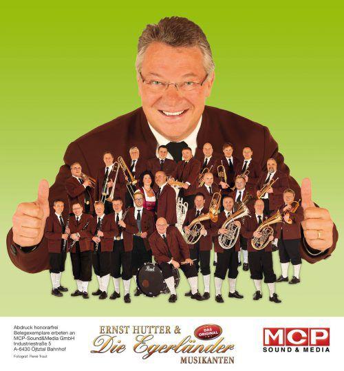 Ernst Hutter & Die Egerländer Musikanten sind auf Tournee. band