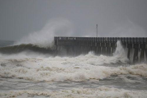 Es wird mancherorts mit Sturmfluten von über vier Metern gerechnet. AFP