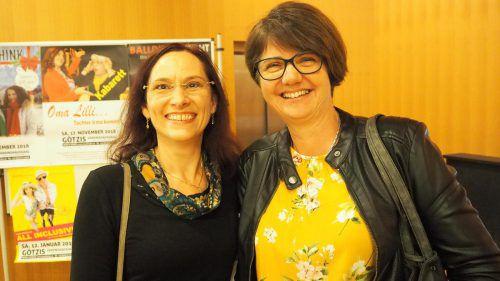 Evelin Müller und Silvia Summer bei der Premiere.