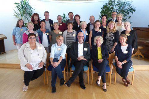 Fachleute der ambulanten und stationären Pflege trafen sich mit LR Katharina Wiesflecker und Care Manager Gerd Schlegel im Seniorenheim Wolfurt.