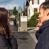 Totales Rauchverbot an Schulen verlagert Problem in schulfreie Zone. A9