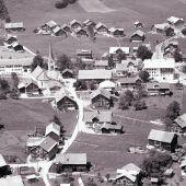60 Jahre alte Fotos in der Drohnenperspektive zeigen Wandel im Land. A6, 7