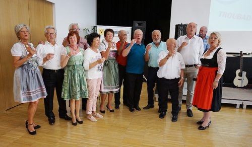 """Die Tanzfreunde trafen sich zum unterhaltsamen und beschwingten Tanznachmittag mit dem beliebten Duo """"Die Troubadours"""".Vorarlberger Seniorenbund"""