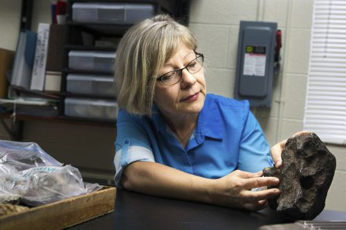 Geologieprofessorin Mona Sirbescu fand heraus, dass der Stein ein Meteorit ist. AP